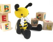 Bee CROCHET PATTERN - Anthropomorphized honey bee - Amigurumi tutorial - Stuffed animal pattern - Cute soft toy - Baby shower - Bee pattern