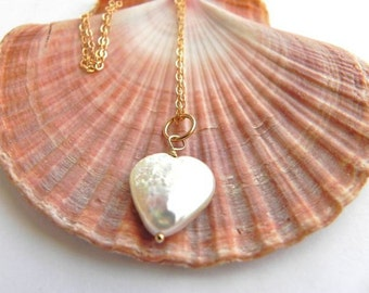 Pearl heart pendant/ Freshwater Pearl Heart Necklace/ 14 K Gold Filled Chain/ Heart necklace/ Delicate Gold Necklace