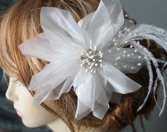 White   color  organza   flower  clip
