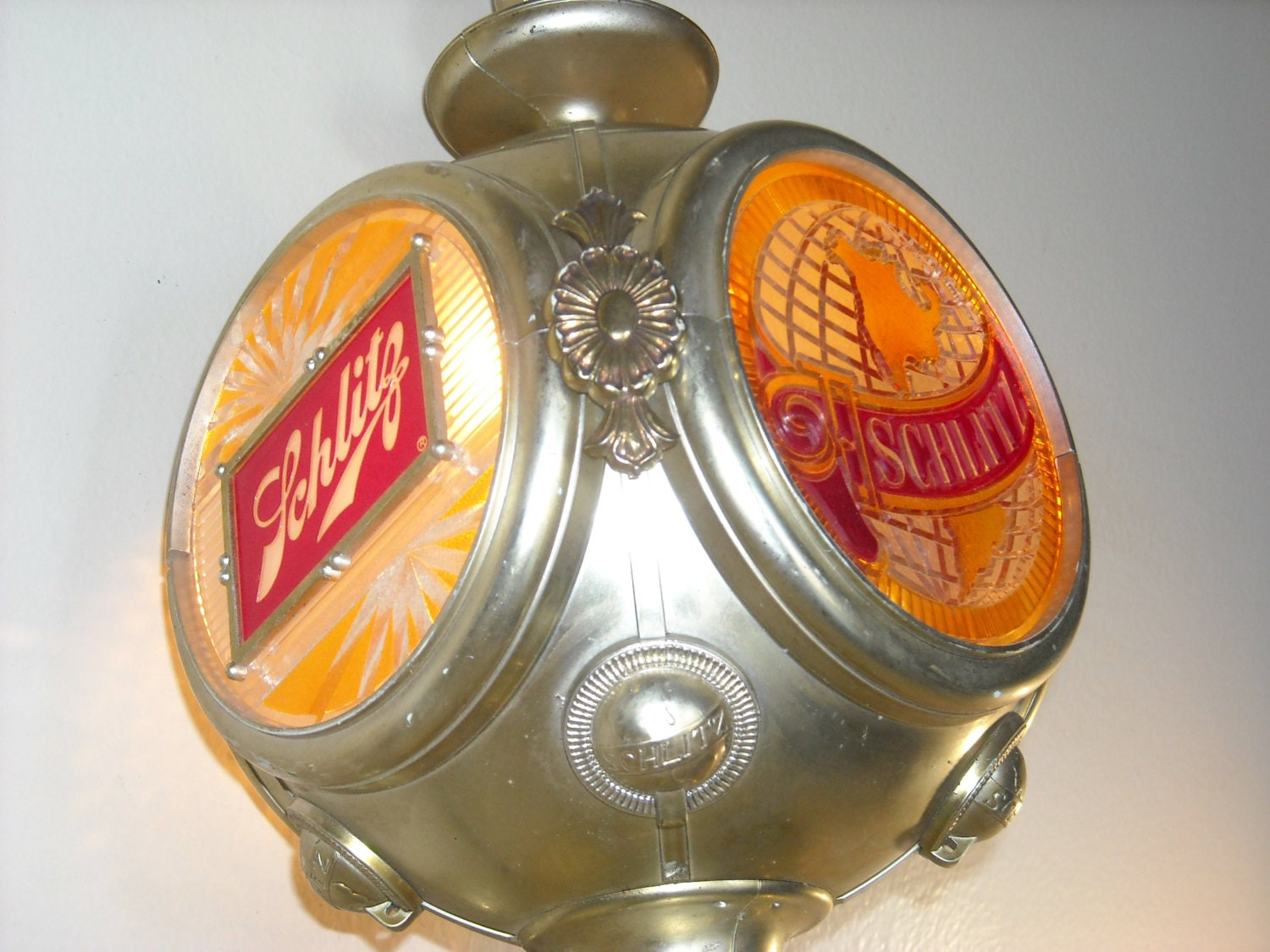 Vintage Metal Lawn Chairs >> Schlitz Beer Lighted Bar Sign Vintage Wall Sconce 4 Sided
