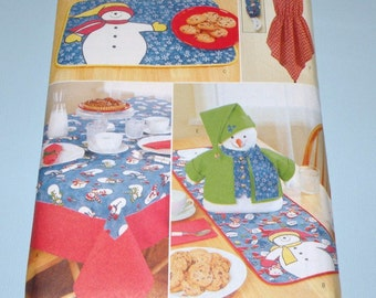 Butterick 6903 SNOWMAN Tablecloth, Table Runner, Placemat, Centerpiece, Apron & More UNCUT, Complete