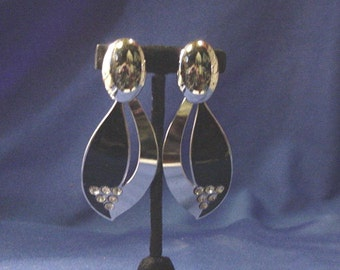 Vintage Silver & Black Color Leaf shape Deco Style Pierced Earrings w/ Rhinestones Set in Triangle Pattern