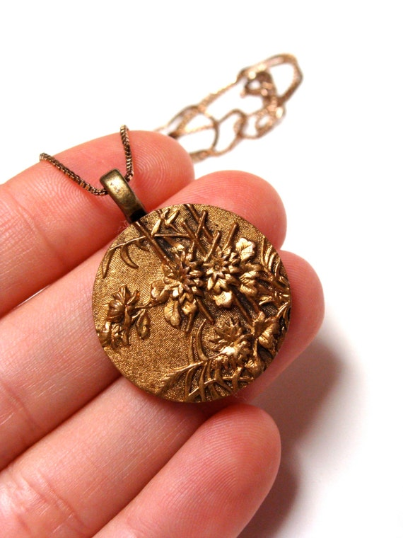 Asian theme flower button necklace pendant
