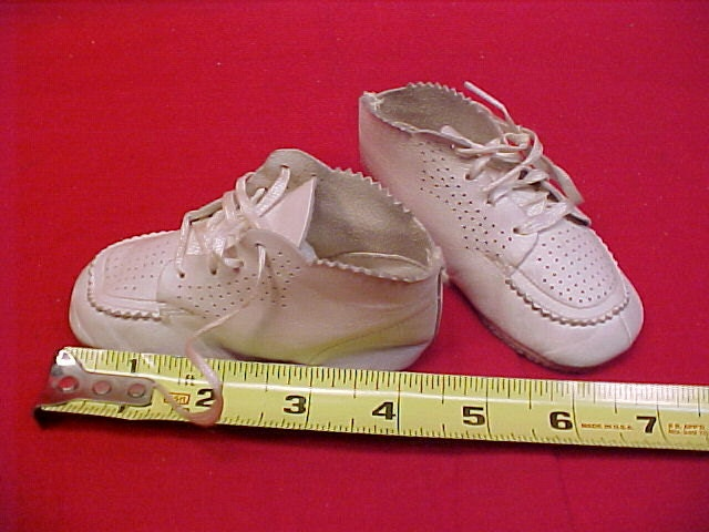 baby toddler white leather walking shoes 1940s 50s