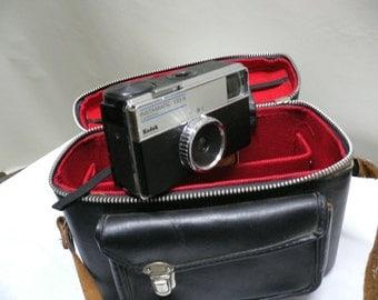 Vintage KODAK Instamatic 133 x , camera ..