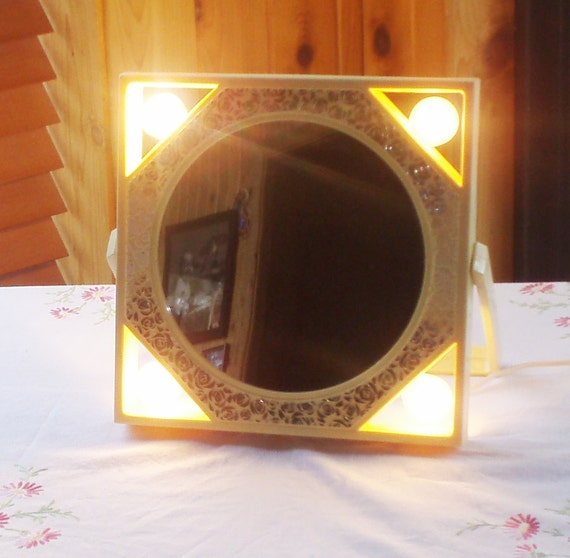 lighted magnified makeup mirror working condition vintage. Black Bedroom Furniture Sets. Home Design Ideas