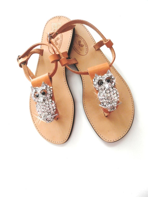 Handmade leather sandals decorated with owl jewel
