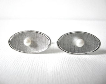 Vintage Silver Textured Oval Cuff Links Set With Faux Pearl