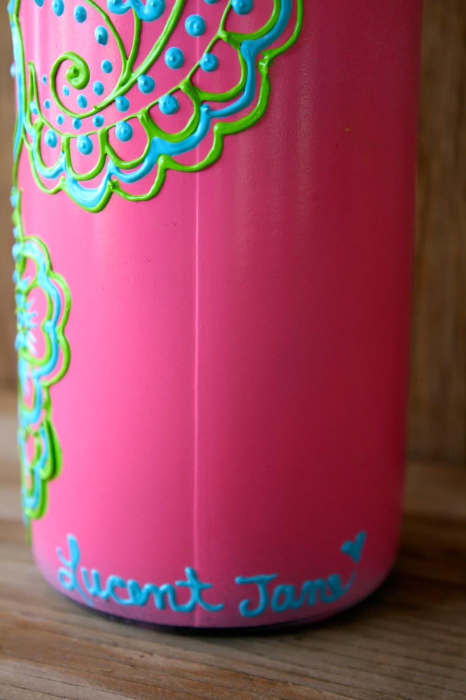 bouteille de vin peinte vase bouteille rose vif avec des. Black Bedroom Furniture Sets. Home Design Ideas