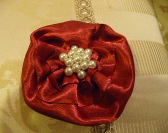 Hair Domayne Deep Red Hairclip with pearls in centre