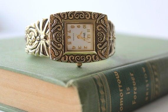 Vintage Women's Watch Engraved Watch Hinged Wrist Watch