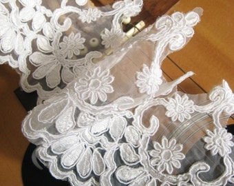 Alencon Lace Trim Bridal Gown Lace Fabric with Retro Emboriderd Floral