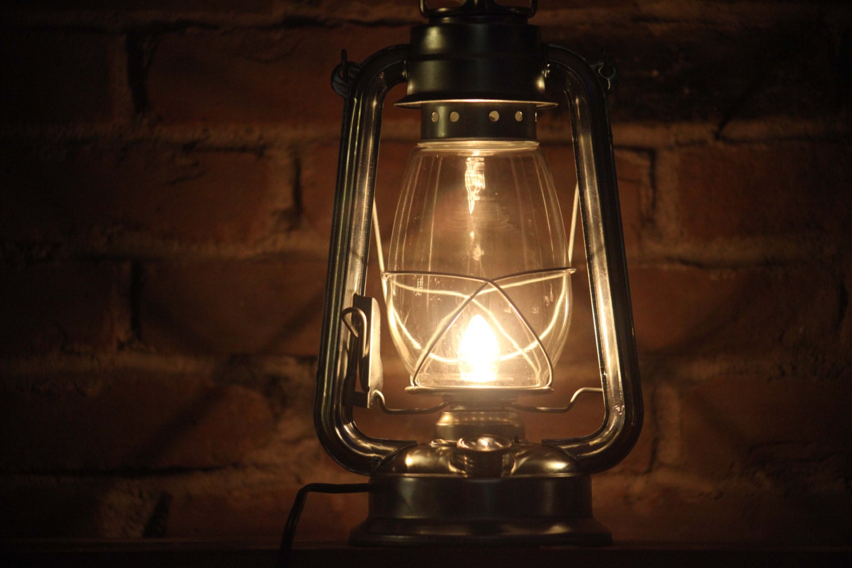 electric hurricane lantern table lamp silver 5 watt bulb clear. Black Bedroom Furniture Sets. Home Design Ideas