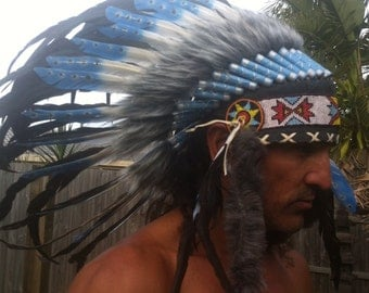 Black and turquoise warbonnet