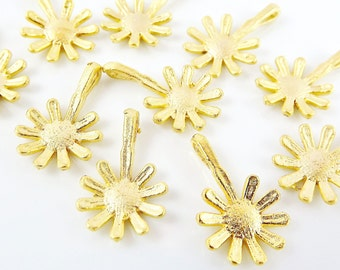 10 Long Daisy Flower Charms - 22k Matte Gold Plated