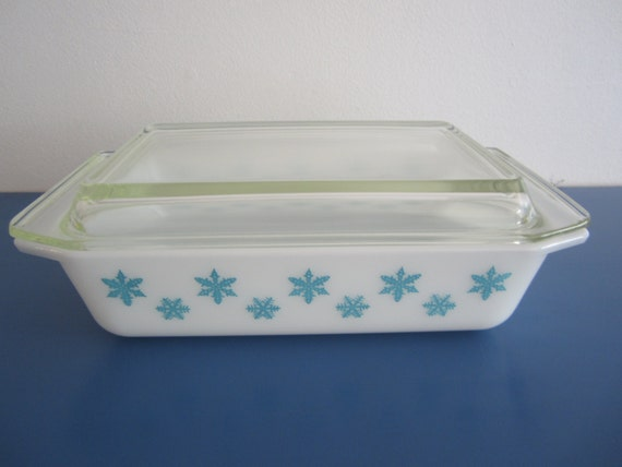 Blue Snowflake Vintage Pyrex Dish with Lid