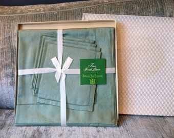 Gorgeous Sage Green Irish Linen Tablecloth With 4 Napkins - New Old Stock - 40 x 40