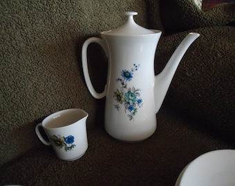 Creidlitz floral teapot and serving set