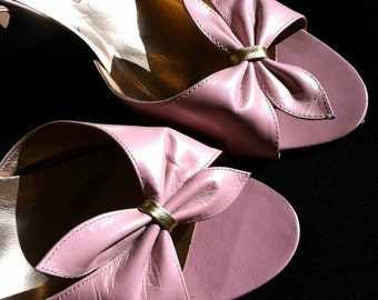 Cute 80s Does 1950s Vintage Pearlized Pink VLV Bombshell Pin Up 50s Gold Lame interior Heels with Bow Details 7 1/2 Shoes