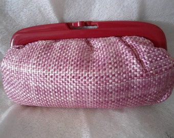 Vintage 1960s Clutch / Pink and White Rafia Purse / Hot Pink Clasp / Woven Handbag