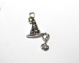 10 St. charms / metal pendants witch hat with pumpkin / 15x19mm / antique silver tone A061