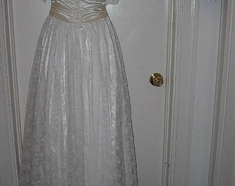 REDUCED Vintage Jessica McClintock Made In USA Wedding Gown Or Prom Dress Or Debutante Dress REDUCED From 75.00 To 50.00