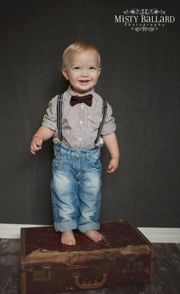 Boys Suspender for ages toddler to Teen in different colors with matching Bowtie Set. Kids Suspenders have a X-Back, are 1 inch wide X-Back nylon material suspenders with silver clips. Measure 20 inches long from end to end and and adjust out to 40 inches long from end to end.