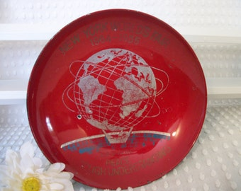 1964 - 1965 New York Worlds Fair Red Lacquered Plastic Bowl