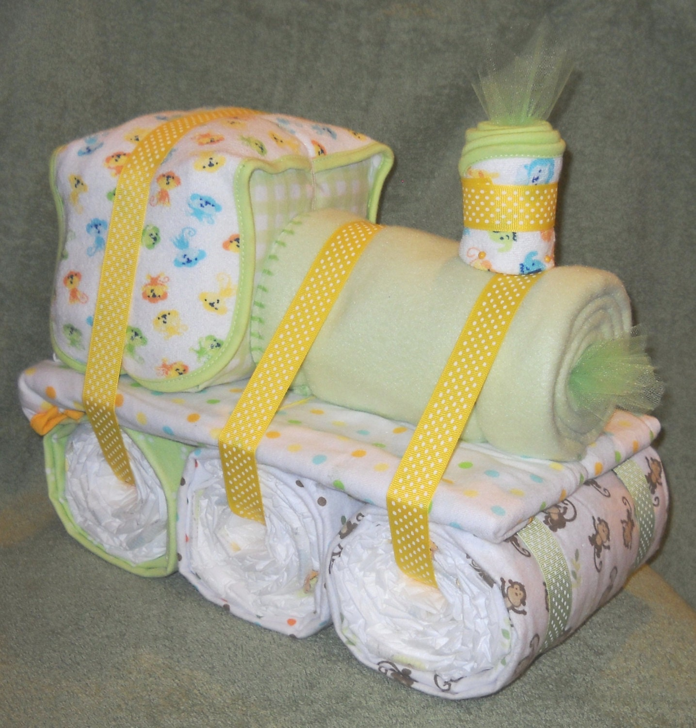 Choo choo train diaper cake for baby shower by cushycreations for Baby shower decoration diaper cake