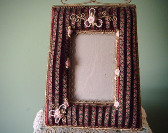 Very Pretty Tapestry 4x6 Picture Frame