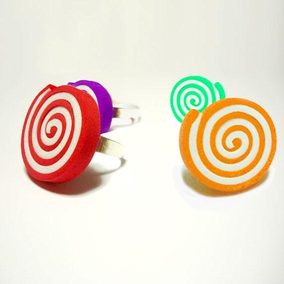 Cocktail Ring - Hypnotic - Anello Regolabile in Moosgummi rosso bianco - Creato a mano