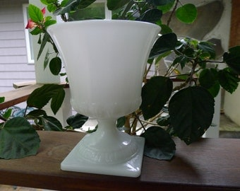 Brody milk glass urn (large)