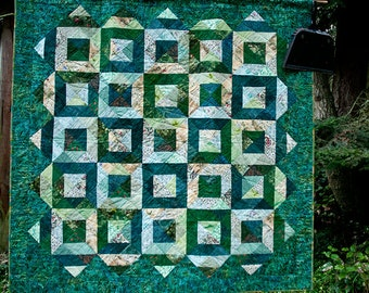 Lap quilt in shades of green