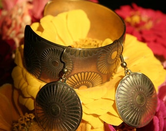Brass bracelet and earnings with camomiles , handmade metal flower jewelry