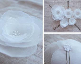 Wedding Hairpiece. Hairpin Set. Snow White Pins. Light Fabric Flowers. Wedding Accessories.