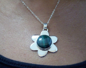 FLower  Malachite  Pendant, Necklace  Handmade with a Green  gemstone settle on a Sterling  Silver Flower, Collar with  Chain 16 inches long