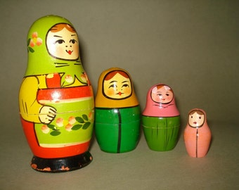 Vintage old set of 4 Russian Soviet Nesting Dolls from Zagorsk - USSR