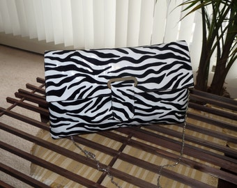 51-02-117-001 - Black & White Shoulder Bag  Purse