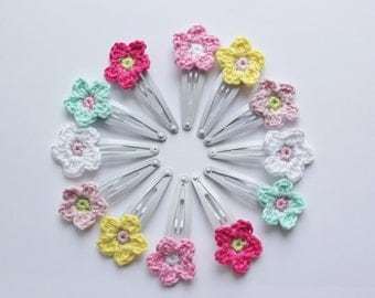 Hairclip with a crochet flower
