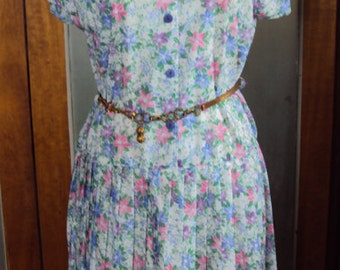 Pretty floral polyester dress with electric pleats size 12 by Johnathon Summers Sydney