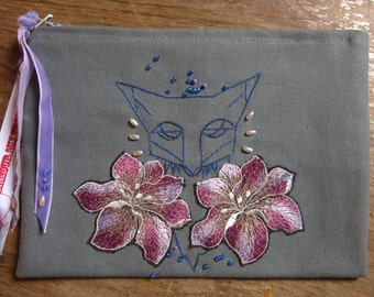 Embroidered pouch geometric gray Fox