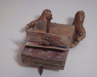 Modern art sculpture design hand metal bronze