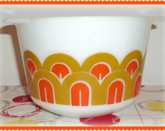 PYREX Designs Fish Scale Art Deco Mixing Bowl, Small size, no. 343, 1 1/2 quart, orange and gold