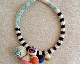 Short fiber tube multicolor necklace