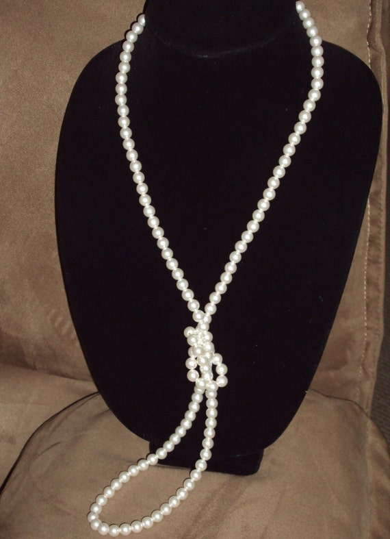 Vintage Single Strand White Faux Pearl Necklace By