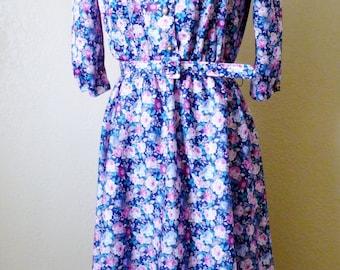 vintage BLUE FLORAL whirl away belted dress. floral dress. belted dress. frock dress