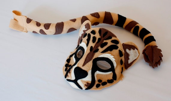 the cheetah mask and set for pretend play