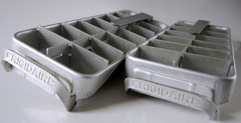 vintage frigidaire aluminum ice cube tray retro kitsch 2. Black Bedroom Furniture Sets. Home Design Ideas