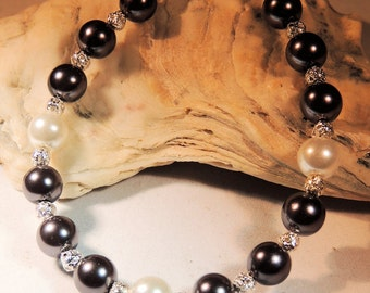 Black and White Pearl Bracelet, Silver Filigree and Pearl Bracelet, Pearl Jewelry, Handcrafted Jewelry, Wedding Jewelry