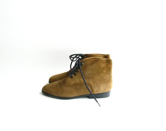 Vintage Brown Suede Lace Up Ankle Boots - size 5